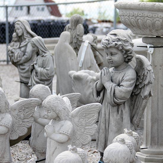 Attirant Statuary